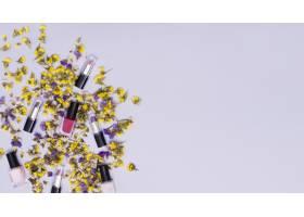 黄色和紫色的花五颜六色的口红和粉色的指_4029936