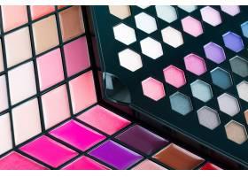 美丽的眼影和唇彩化妆品_3983527