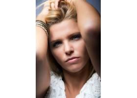 美丽的金发女郎肖像_1232999