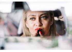 汽车镜子里的女人_1369633