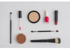 各种化妆品在白色背景上的搭配_3100557