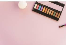 用画笔在彩色背景上化妆的调色板_3667598