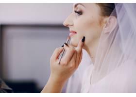 新娘为她的一天做准备的特写_938847