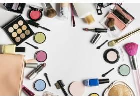 中间有空间的化妆品构图_1324694
