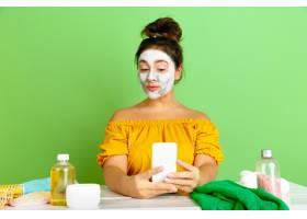 美容日年轻高加索女性肖像皮肤和头发护理_12265228