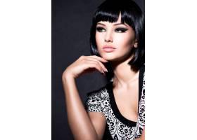 一位留着黑色短发摆姿势的性感美女_11577685