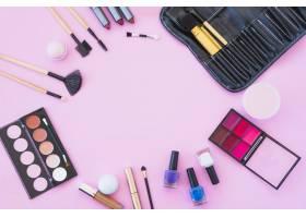 专业彩妆产品配粉色背景的美容产品_3652023