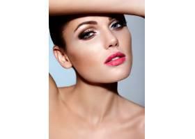 高级时尚造型美丽性感的黑发年轻高加索女_7252763