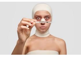 年轻女性患者戴医用绷带照片临床整形手术_10747560