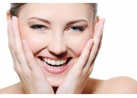 美丽快乐的女性手放在洁白的脸庞上而不_11182368