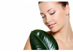 美丽率直的女人脸闭着眼睛裸体上有绿色_12264658