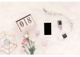 3月8日毛毯上印有智能手机鲜花和糖果的_3874759