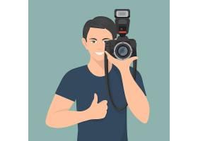 微笑的男摄影师带着专业的照相相机_2871329