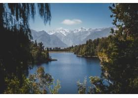 新西兰马西森湖的美丽景色背景是晴朗的蓝_10111446