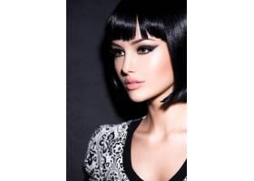 妆容艳丽留着黑色直发短发摆姿势的美女彩_11577687