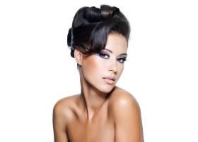 有着现代卷发和鲜艳妆容的迷人女子的美丽脸_11182210