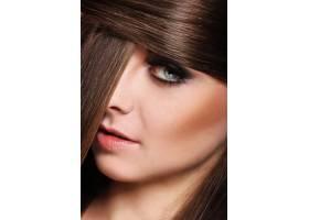 留着漂亮头发的年轻女子_7899551