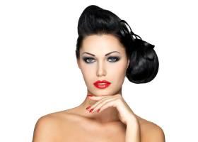美丽的时尚女性红唇指甲和富有创意的发_12264894