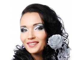 时尚形象戴着抽象的银玫瑰的美丽微笑的女_11182358