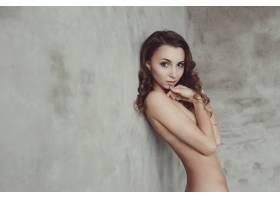 有卷发的裸体模特和裸体模特_10741167