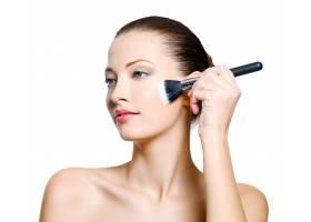 漂亮的女人在脸上化妆时装模特在白色背景_11182253