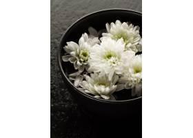 水疗放松概念美丽的白色温泉花放在碗里放_1160141
