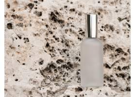 顶视香水瓶摆放在岩石上_11211352