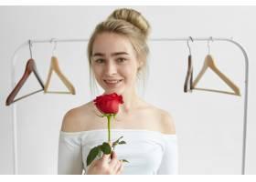 人爱浪漫美情的概念迷人的年轻高_11284561