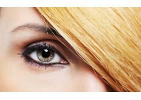 化妆和发型别出心裁的特写女性眼睛_11181734