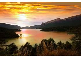日落中的山湖_1329696