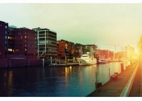 有水有船有桥的港口城市日落美景调色_1119853