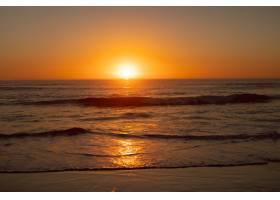 海滩上海面上的日落_5195386