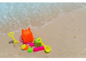 海滩上的沙滩玩具_1009991