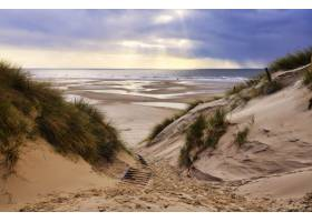 海滩前的德国阿姆鲁姆的沙丘_12859325