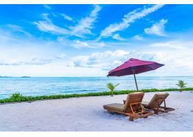 海滩大海的美丽景观空椅子空甲板空_6899716