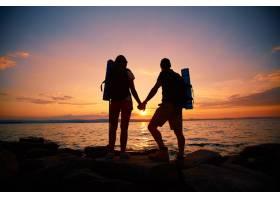 情侣欣赏日落的后景_864175