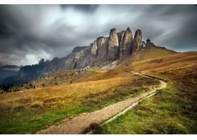 意大利蒂罗尔南部的白云石在多云的天空下_10074874