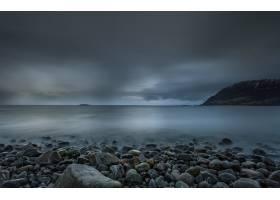 挪威罗福滕海滩上平静的早晨冰冷的天空映_11890169