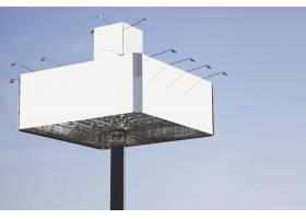 空白广告牌准备在蓝天的衬托下投放新广告_3186822