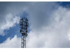 背景为云彩的手机塔_1277926