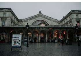 在阴天拍摄的巴黎地铁站的美丽风景_12909670