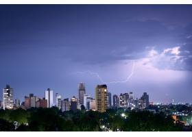 城市天际线上的闪电镜头_11487339