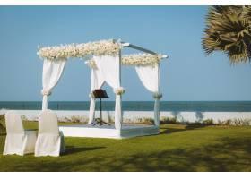 为海边的户外花园婚礼设置婚礼亭子_10119979