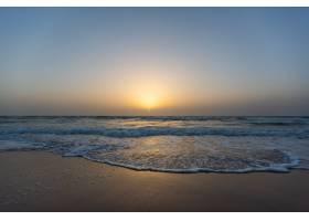 塞内加尔蓝天下海滩上的日落美景_9184625
