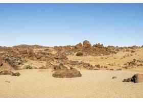 天空晴朗的石质沙漠_5177454