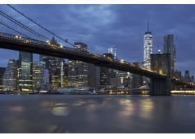 有布鲁克林大桥的黄昏时分纽约市曼哈顿中_10480163