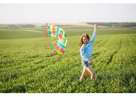 带着风筝的女孩_2522513
