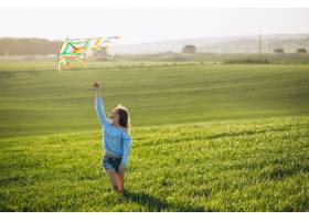 带着风筝的女孩_2527992
