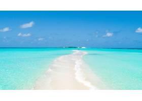 岛的狭窄尖端覆盖着干净的沙子两边都有_7926265