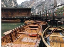 布雷斯湖上木船的美丽镜头_13006445
